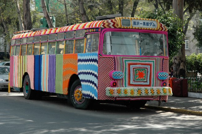 yarn-bombing-bus-knitted-craft