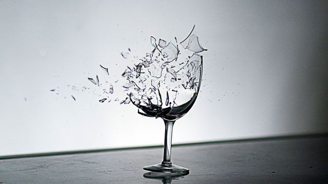 breaking_glass_18296
